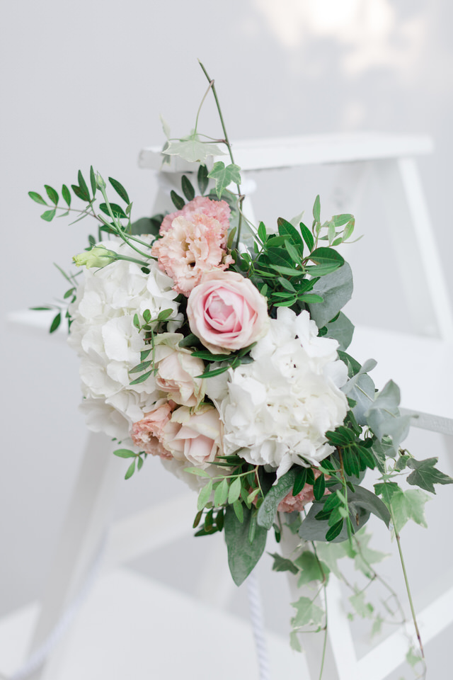 Wedding Flowers: What Brides Should KnowHow much does cost a wedding in Greece? best wedding details at church