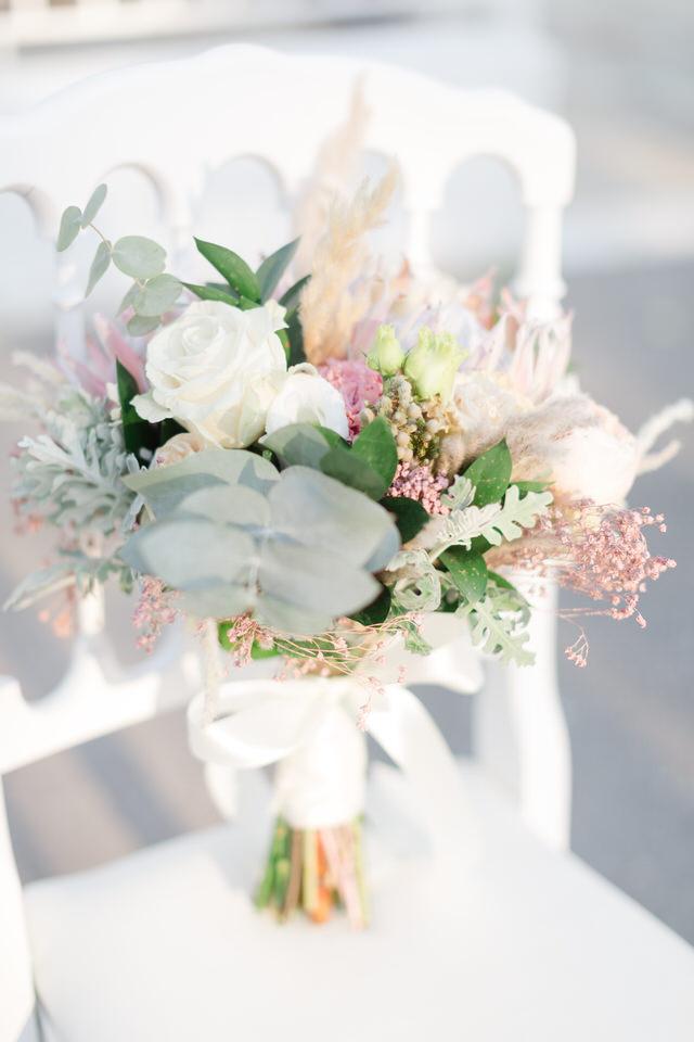 best wedding details at church Στολισμός Γάμου Τιμές Νυφική Ανθοδέσμη